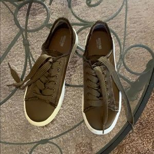 Miossimo  brown sneakers sz 8 1/2.  Hardly worn